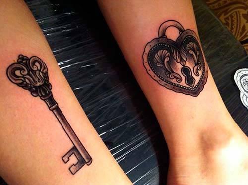 20 exemples de tatouages pour couples par. Black Bedroom Furniture Sets. Home Design Ideas